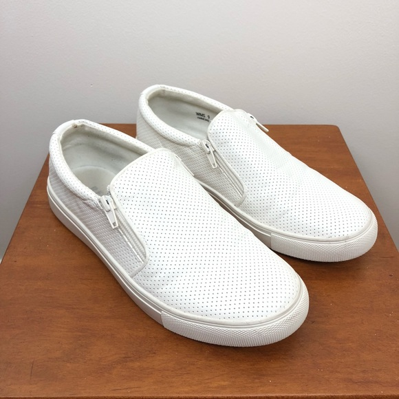0929815f8305 Report Ammons Slip On Sneaker Zipper Top Size 9. M 5b52774734e48a63b207588d